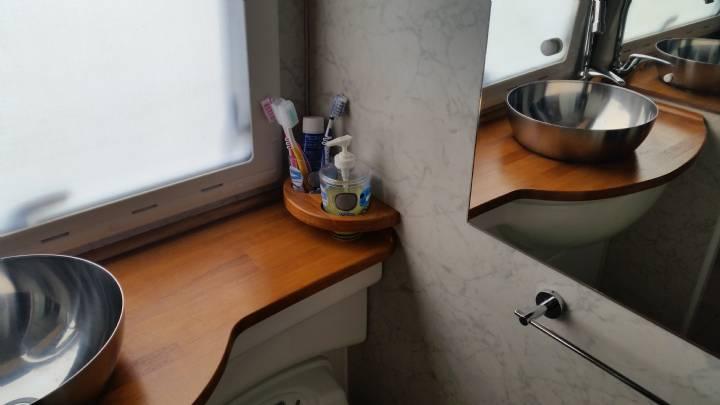 Rinnoviamo il top del lavabo bagno camperonline - Rifare il bagno del camper ...