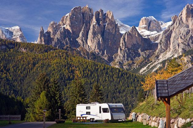 902650b208 Autunno di benessere in montagna, per rilassarsi e vivere a pieno la  natura. Il contesto naturalistico in cui è collocato il Camping Vidor lo  rende il luogo ...