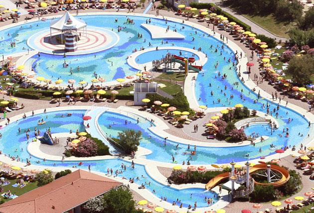 I 10 migliori camping con parco acquatico - Villaggi in montagna con piscina ...