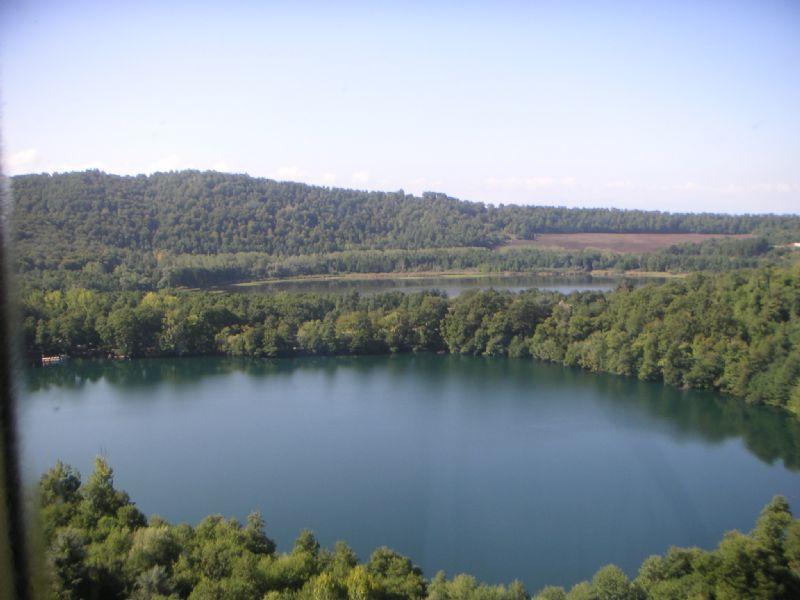 Lunghezza e monticchio idee di viaggio in italia for Idee di progettazione cottage lago