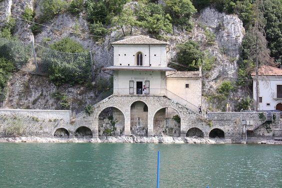 Lago di scanno aq e dintorni idee di viaggio in italia for Idee di progettazione cottage lago