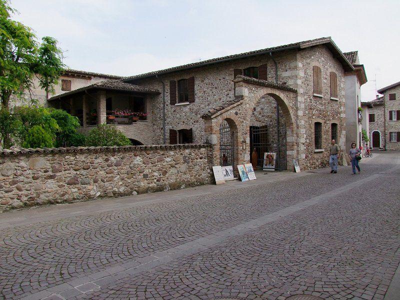 Sotto al lago di garda idee di viaggio in italia for Idee di progettazione cottage lago