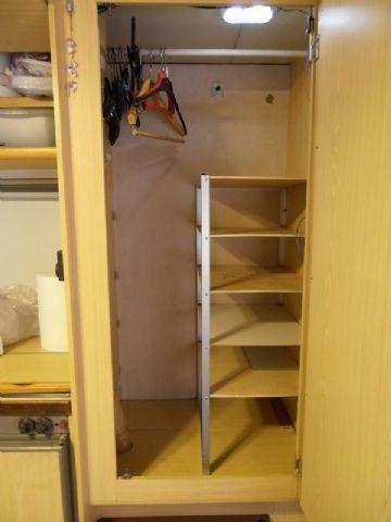 Ripiani a scomparsa nell 39 armadio ma anche altrove camperonline - Come sistemare l interno dell armadio ...
