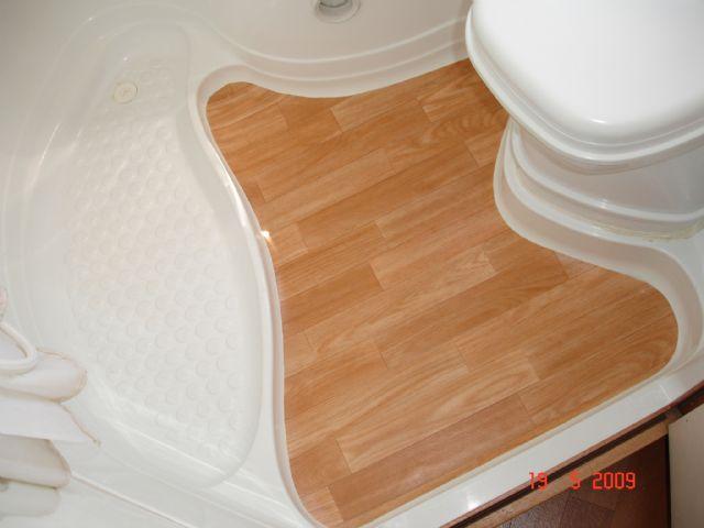 Rifacimento pavimento bagno camperonline - Bagno camper fai da te ...