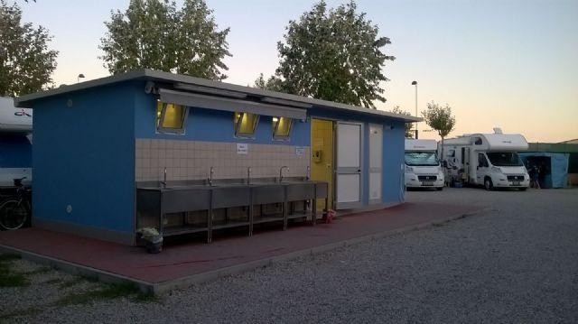 Area sosta camper aa 2 palme chioggia veneto italia - Sosta camper bagno di romagna ...