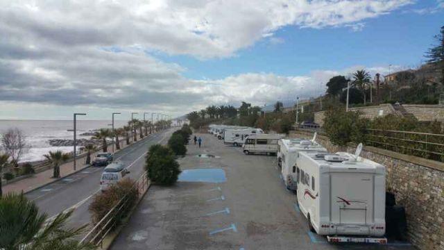 Area sosta camper Parcheggio, 15/06/16