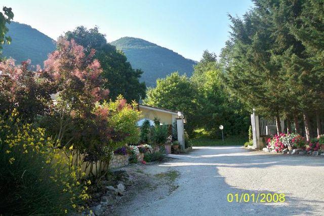Area sosta camper Lago di Sefro, Ristorante Lago di Sefro 1, 18/06/12