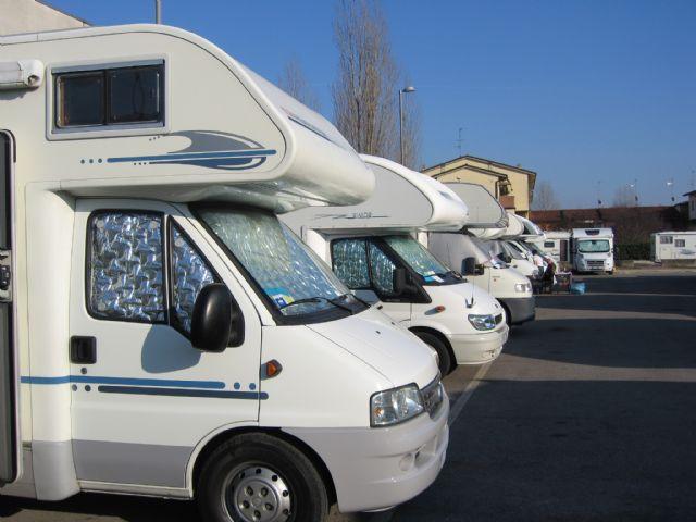 Area sosta camper parcheggio cento emilia romagna italia - Sosta camper bagno di romagna ...