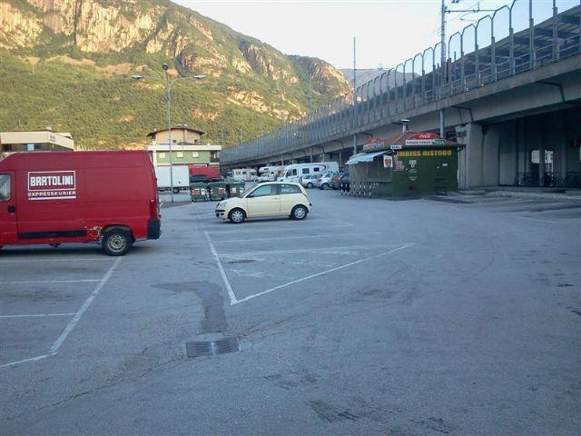 Area sosta camper a Bolzano, Parcheggio - Area Sosta adiacente Camper Service, 22/09/15