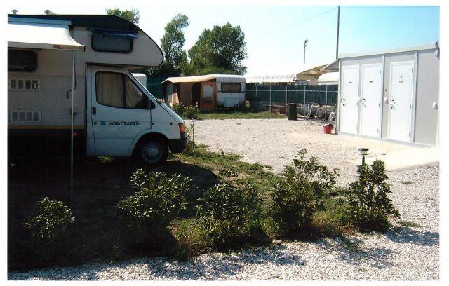 Area sosta camper Area sosta Misano, docce e servizi, 01/04/16