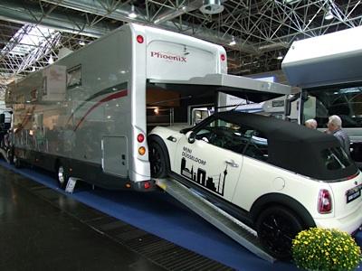 Immagini dal caravan salon di dusseldorf 29 agosto 6 for Ampio garage per auto