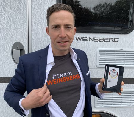 Florian Hopp, Product Manager Weinsberg, felice per il premio German Fairness Award